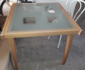 Esstisch mit Glasplatte