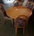 Tisch + 4 Stühle